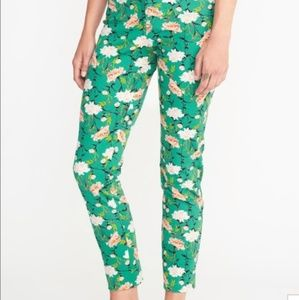 Old Navy Pixie Green Floral Ankle Pants